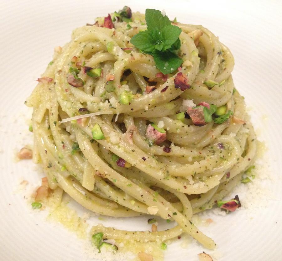 spaghetti-formaggi-pesto-pistacchio